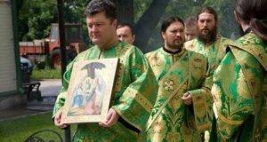 Порошенко прислуживает в монастыре Московского патриархата
