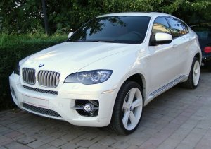 BMW X6 вартістю 2 мільйони гривень.