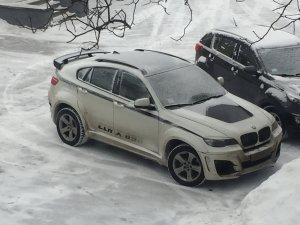 BMW X6 у дворі Житомирської міської ради