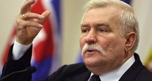 Lisbon, PORTUGAL:  Former President of the Republic of Poland and the Nobel Prize Laureate Lech Walesa delivers a speech during the fifth Informal High-Level NATO-Ukraine Consultations with participation of Defence Ministers and other senior officials from Ukraine and NATO countries at the hotel Penha longa in Sintra, 20 km west from Lisbon, 05 October 2006. The conference is co-organised by NATO and the Portuguese Atlantic Committee Participant will discuss, progress in implementing Ukraine's defence and security sector reforms and broad approaches to security in the 21st century. Former President of the Republic of Poland and the Nobel Prize Laureate Lech Walesa, wil deliver a keynote speech at the meeting.  AFP PHOTO/ NICOLAS ASFOURI  (Photo credit should read NICOLAS ASFOURI/AFP/Getty Images)