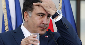 Georgia's President Mikheil Saakashvili reacts during a joint news conference with NATO Secretary General Anders Fogh Rasmussen in Tbilisi, June 27, 2013.  REUTERS/Shakh Aivazov/Pool (GEORGIA  - Tags: POLITICS MILITARY) - RTX113AY