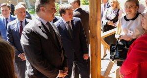 Порошенко и Зубко инспектируют и пиарятся на лагере детской смерти